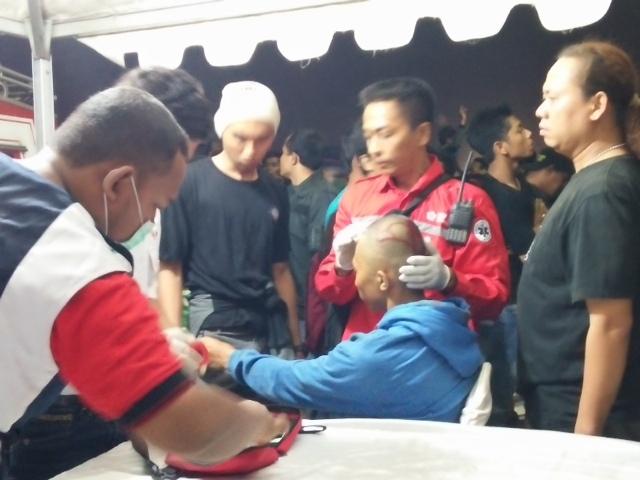 Konser SID Membludak, Belasan Fans Pingsan