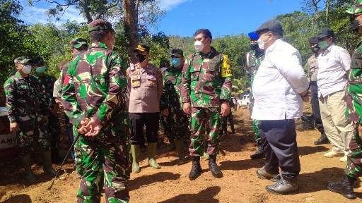 Masev  Mayjen TNI Eka Wiharsa dapat Penjelasan Dansatgas di Titik Nol TMMD Kodim Tapsel