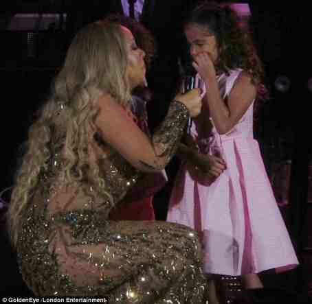 Mariah Carey And Her Adorable Twins Perform On Stage Together