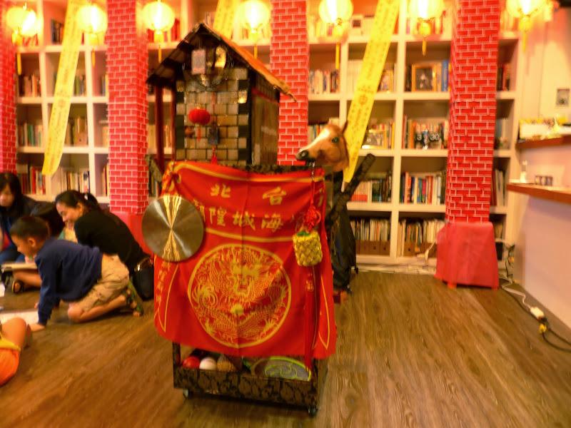 Taipei. Maquillage au Thinker s theater à Di Rua jie 迪化街 - maquillage1%2B039.JPG