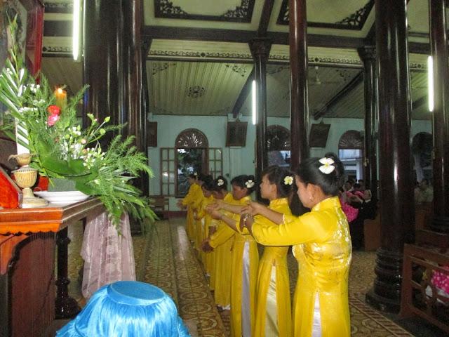 Giáo xứ Kim Châu dâng hoa kính Đức Mẹ