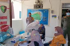 Cegah Covid-19, Polsek Kep Seribu Selatan Terus Ketatkan ProKes & Rapid Tes Pendatang