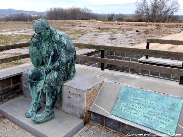 estatua-sancho-panza-alcala-ebro.JPG