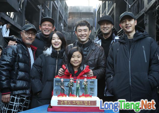 Song Joong Ki bụi bặm hết ý trong trailer bom tấn điện ảnh mới - Ảnh 8.