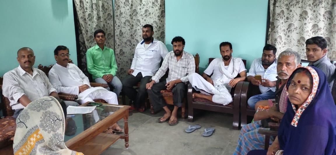 दलित गरीब को घर उजाड़ने वाले शराब माफिया बबलू सिंह पर कार्रवाई करे प्रशासन - एजाज