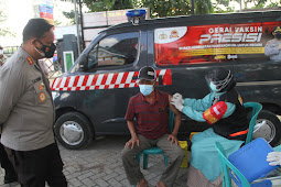 Percepat Vaksinasi, Polisi di Bojonegoro Meluncurkan Vaksin Mobile ASTUTI Sasar Warga Pelosok Desa
