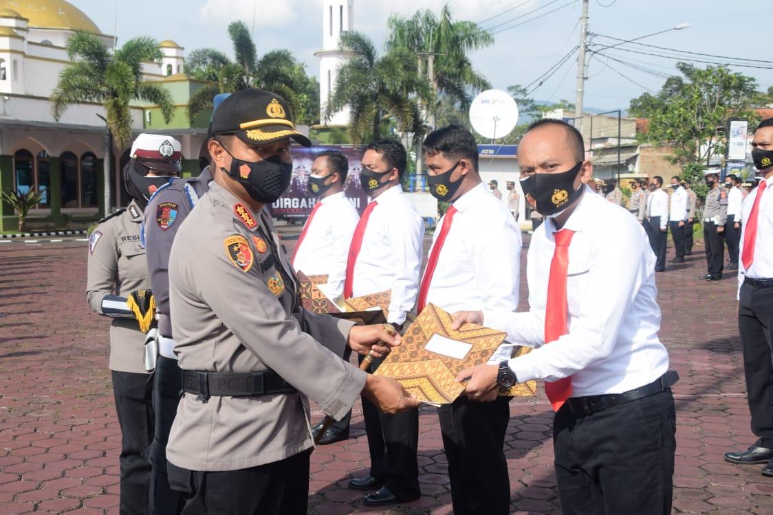 12 Anggota Satreskrim Polresta Bandung Polda Jabar Dapat Penghargaan ungkap Kasus Pembunuhan