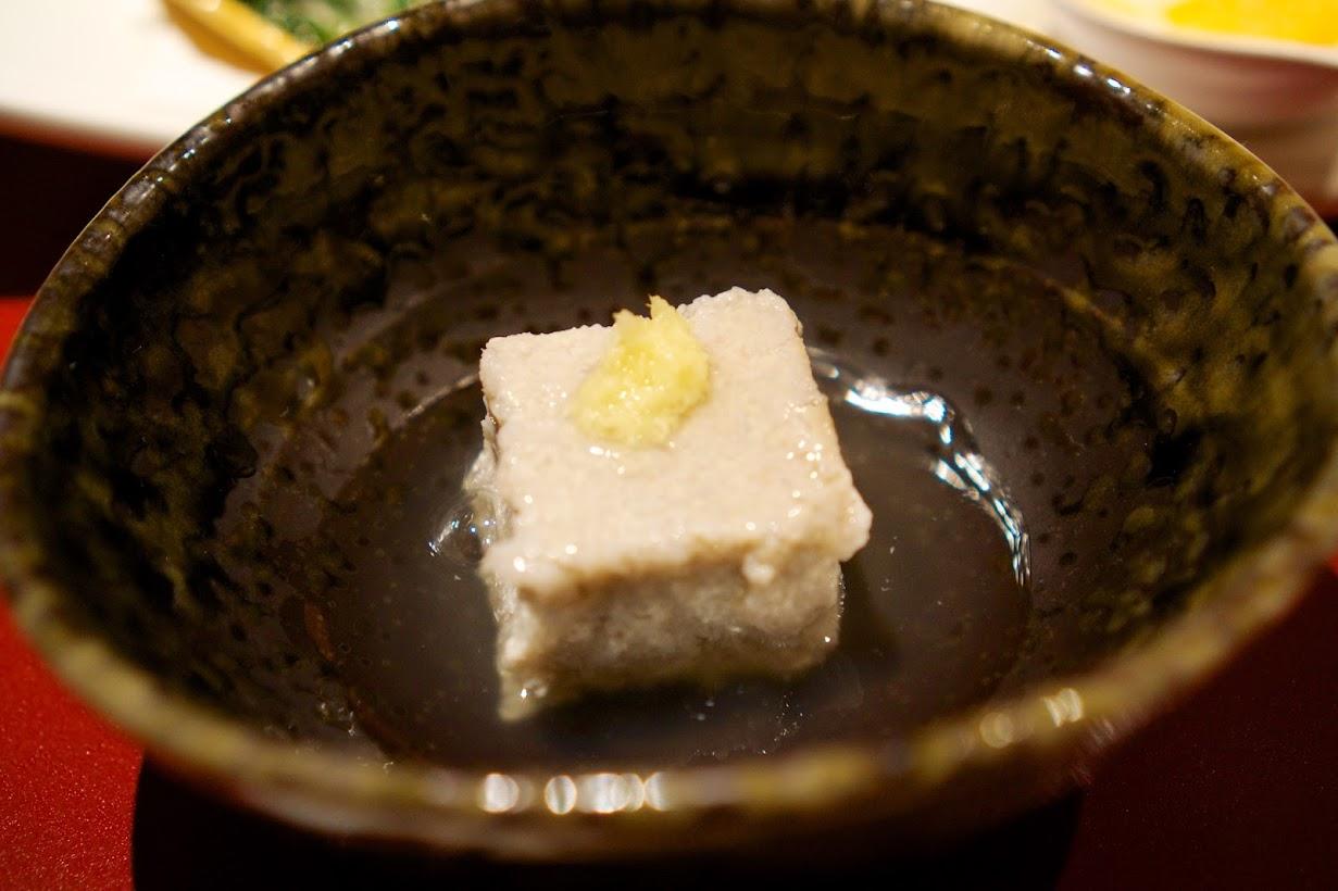 突き出し:蓮根豆腐 銀あん掛け 天生姜