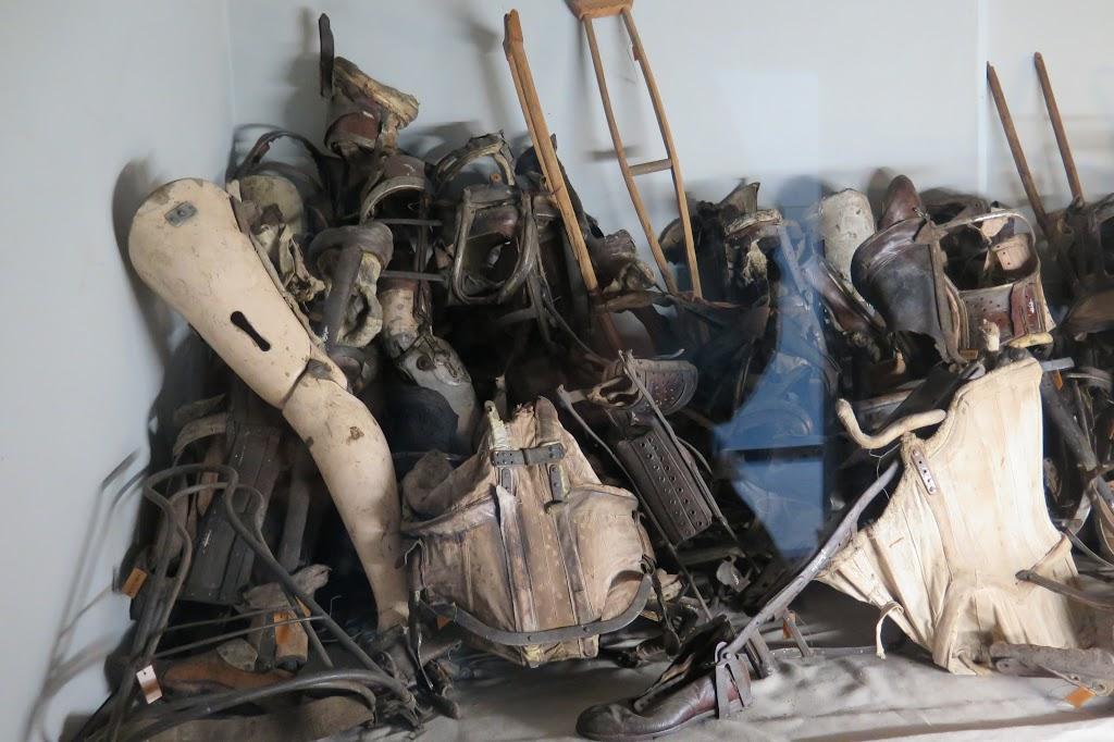 Prothesen und Gehilfen der Holocaust-Opfer