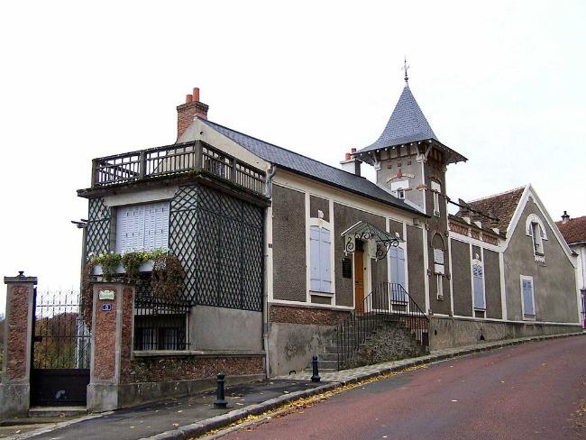 [1024px-Montfort-lAmaury_Maison_Ravel%5B5%5D]