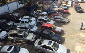 Desmantelan centro de acopio de vehículos robados.