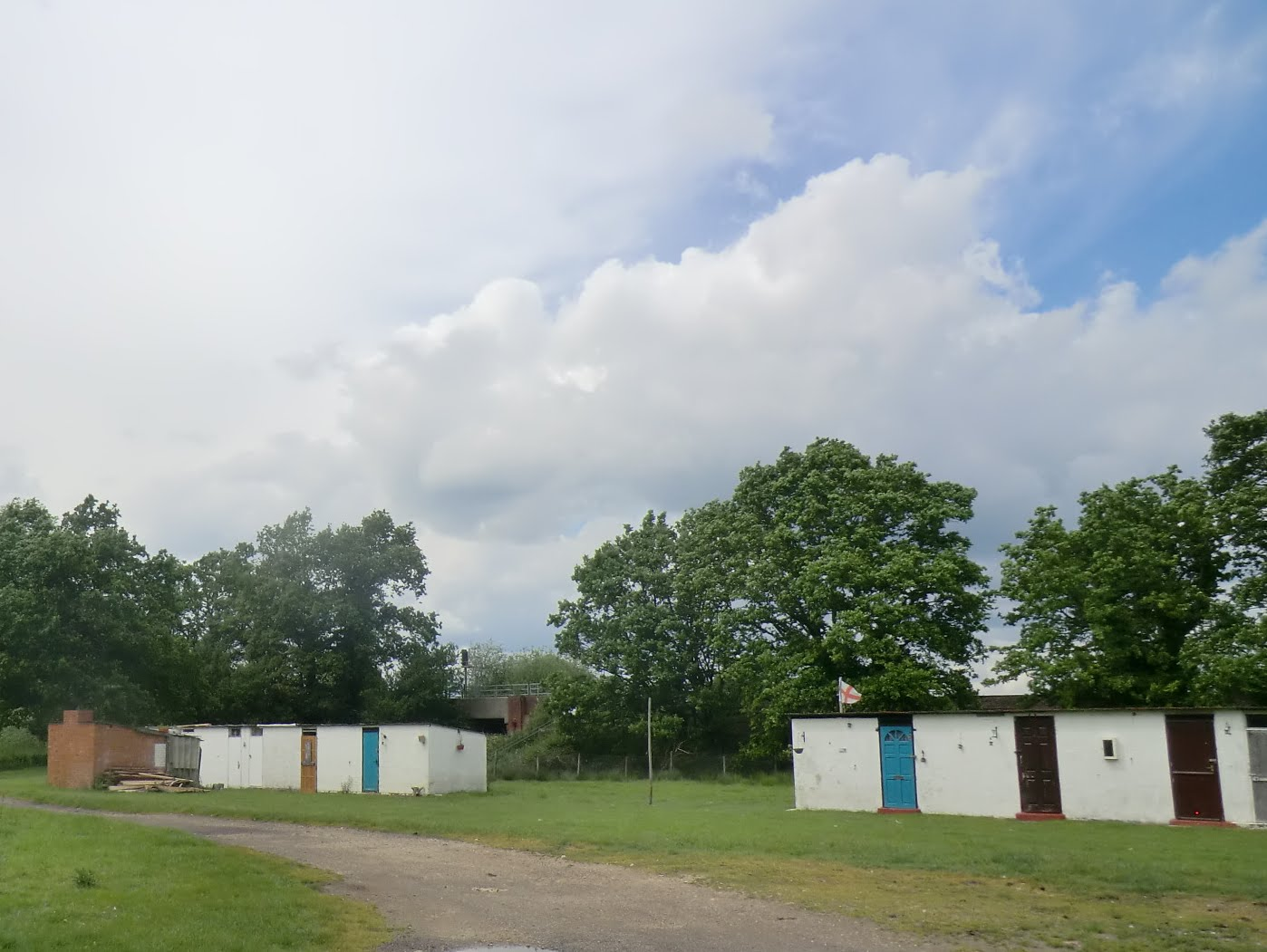 CIMG1643 Hoppers' huts at Finches Farm, Five Oak Green