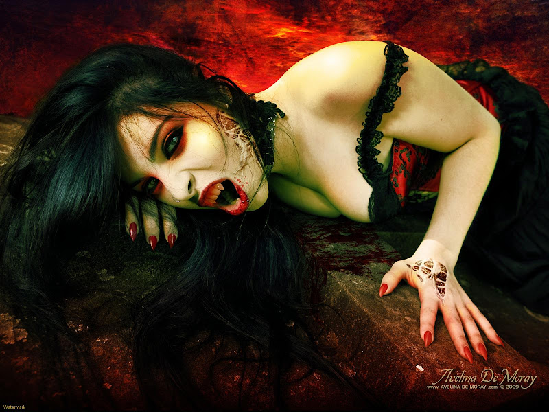 Vampire Red Lips, Vampire Girls 1