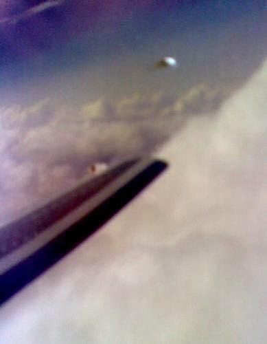 Revista Discute Possveis Ameaas De Ufos Aviao