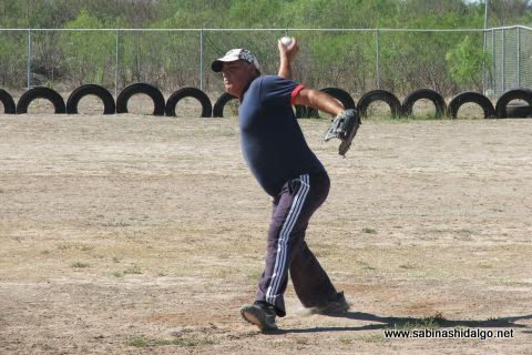 Rodolfo Pérez de Potros en el softbol sabatino
