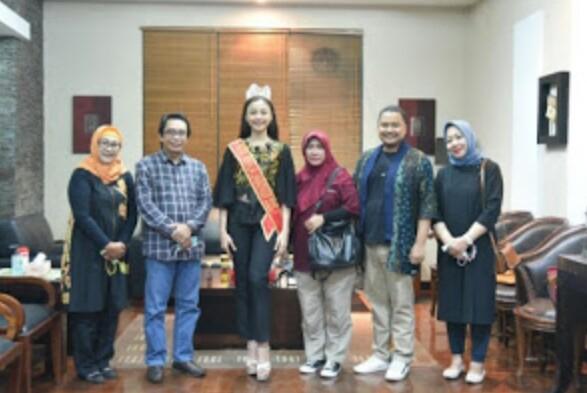 Reyya  Peserta Remaja Putri Indonesia (RPI )Bertemu Plt Bupati Kyai Muqit Harumkan Nama Jember