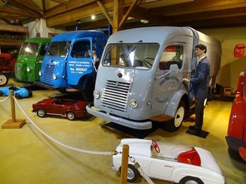 2018.07.02-125 camionnettes Renault