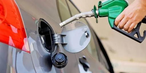 Un galón de gasolina regular cuesta RD$249.80