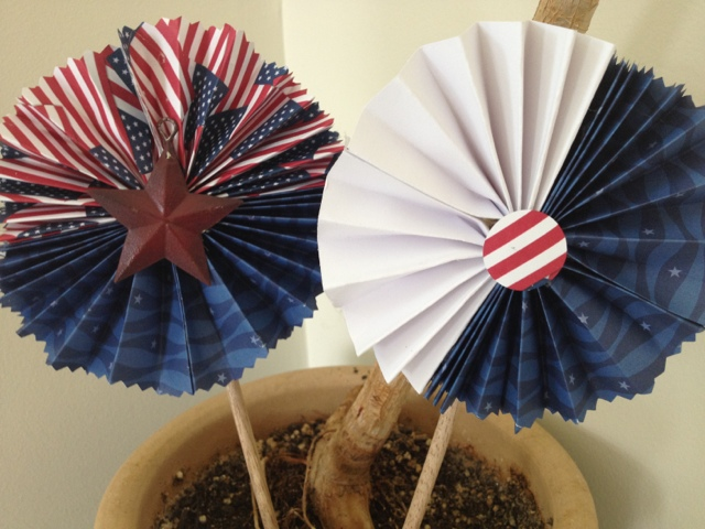 Two It Yourself Diy 4th Of July Decorations Paper Stars For