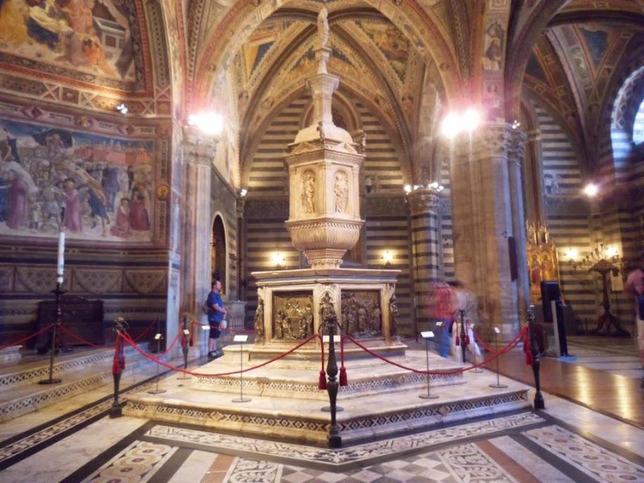 Pila Baustismal del Baptisterio de Siena