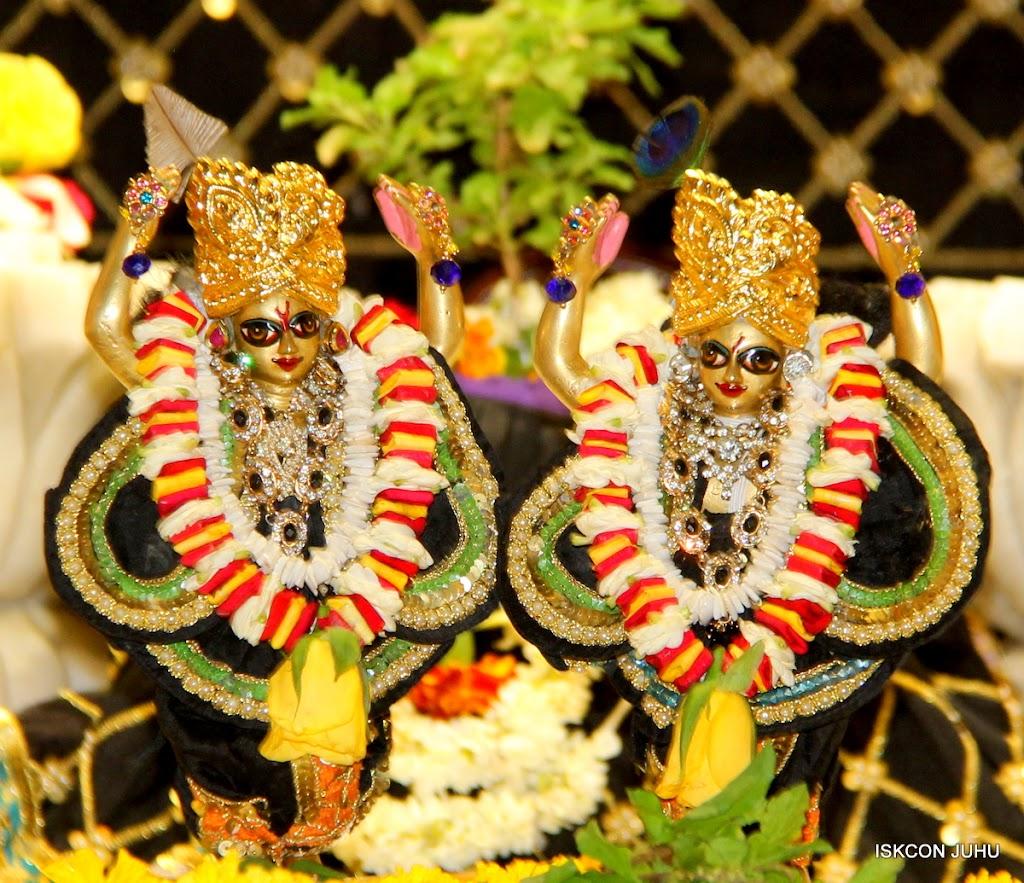 ISKCON Juhu Sringar Deity Darshan on 28th May 2016 (53)