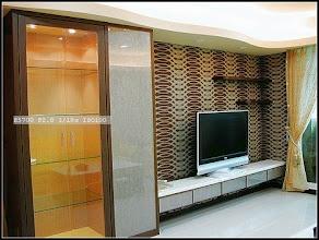 Photo: 假柱連結裝飾櫃及電室主牆