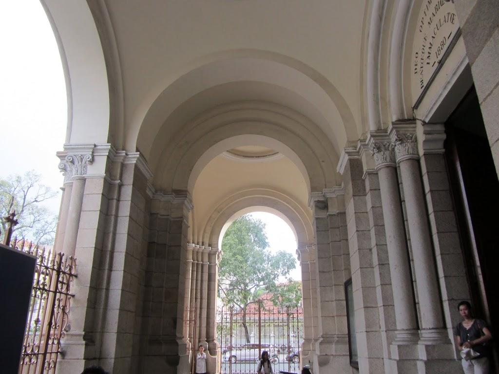0009Notre_Dame_Cathedral_-_Saigon