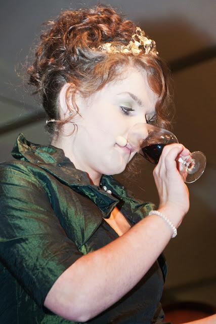 Führte mit viel Charme und Sachverstand durch die Weinprobe: die Deutsche Weinprinzessin und frühere Badische Weinkönigin Natalie Henniger.