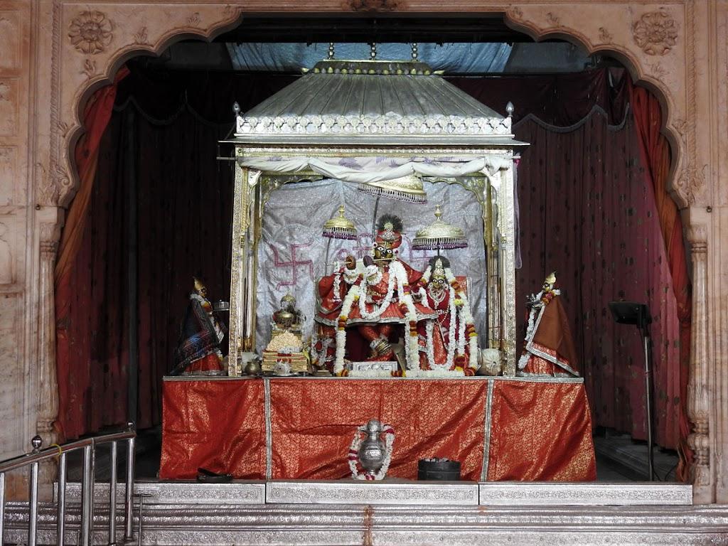 Radha Govind Devji Deity Darshan 04 Jan 2017 (11)