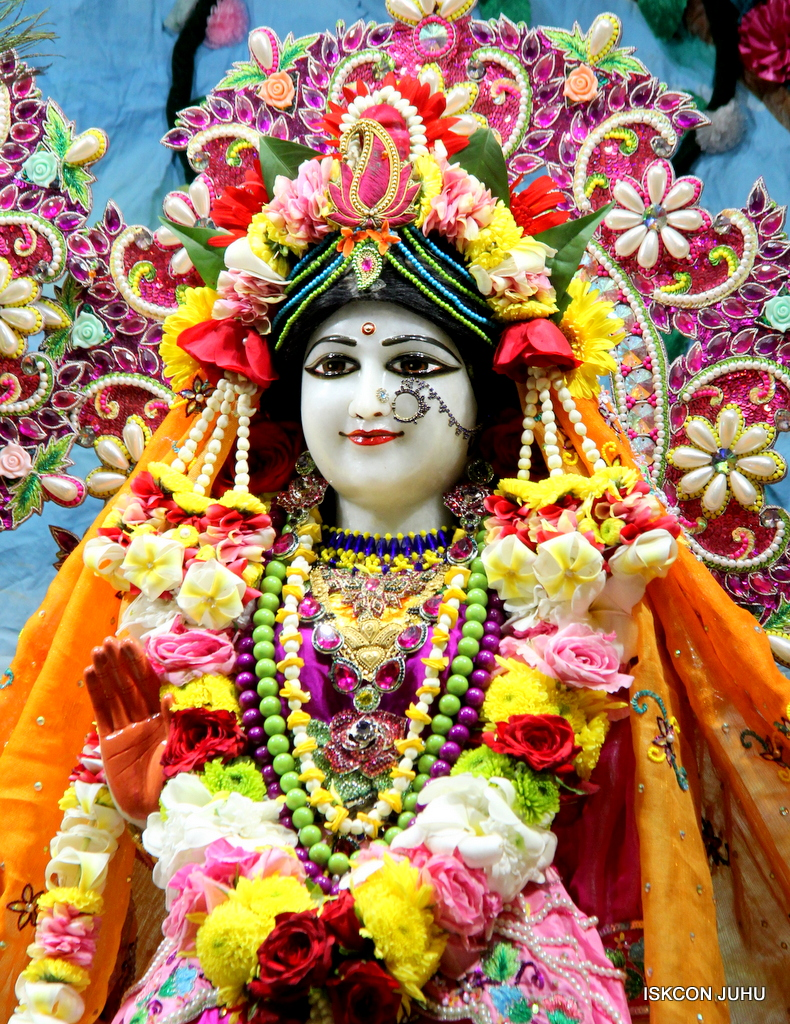 ISKCON Juhu Sringar Deity Darshan on 29th Sep 2016 (16)
