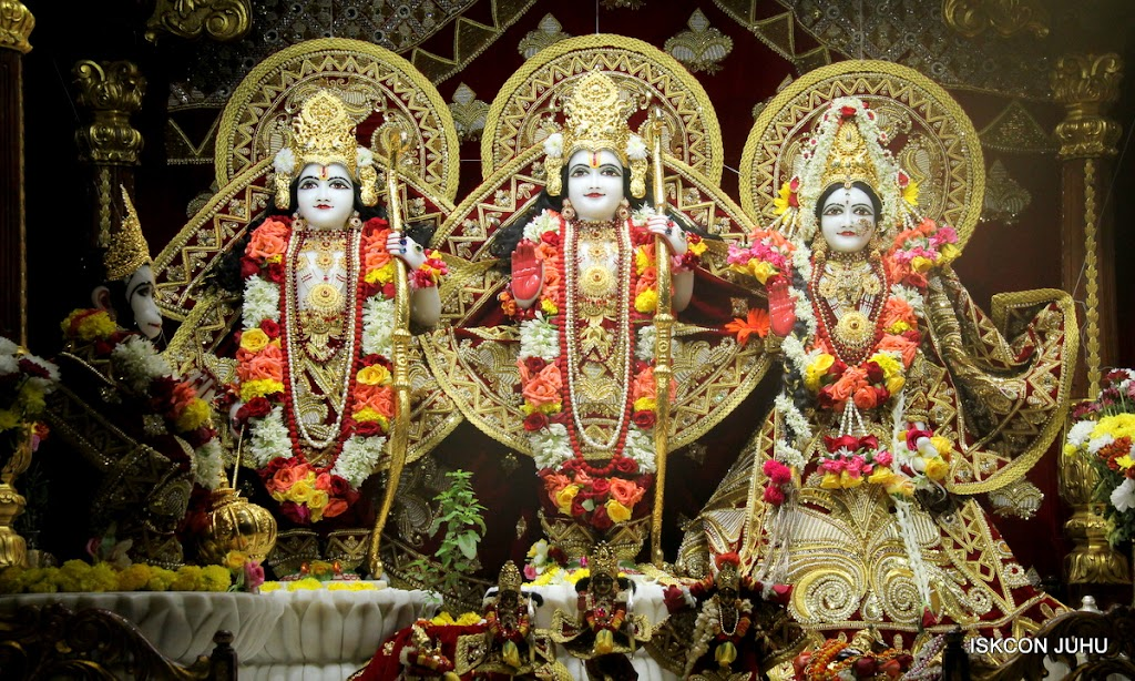 ISKCON Juhu Sringar Deity Darshan on 5th Aug 2016 (29)