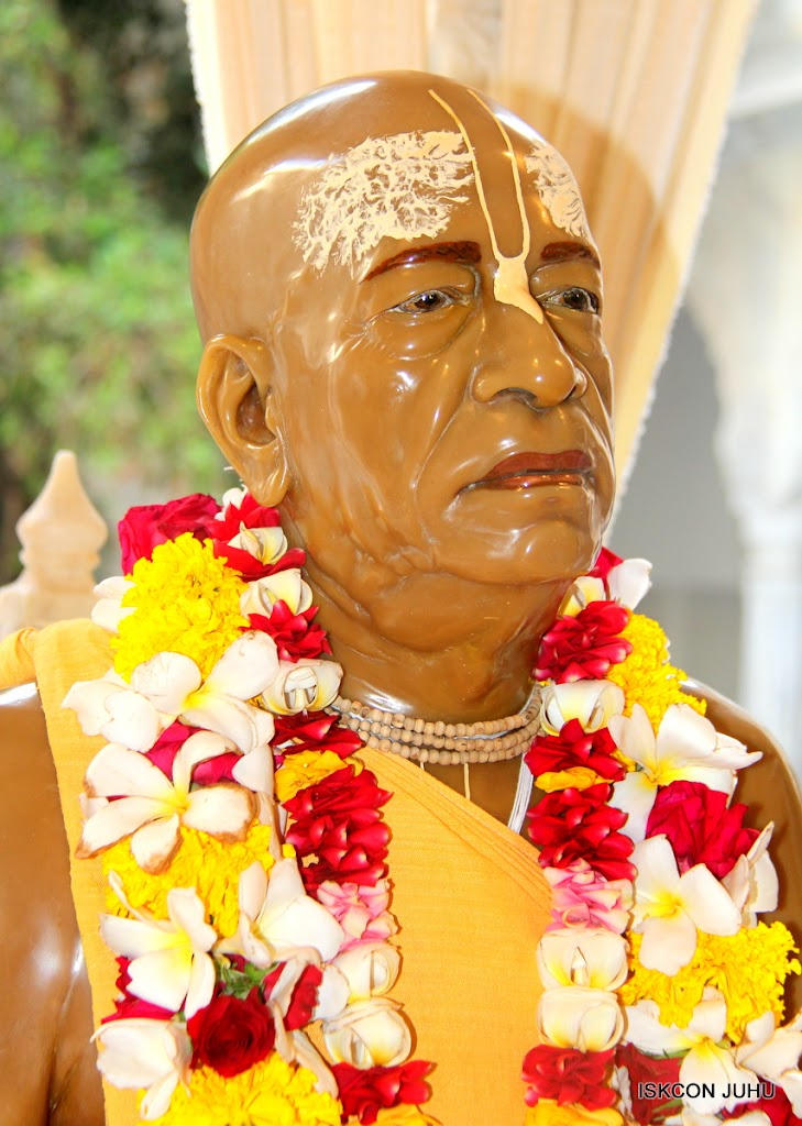 ISKCON Juhu Sringar Deity Darshan on 1st May 2016 (48)