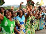 Le chef de l'Etat congolais, Joseph Kabila Kabange ovationné par la foule lors de son arrivée à Matadi, le 29/06/2015 à la veille de la célébration du 55èm anniversaire de l'indépendance de la RDC. Radio Okapi/Ph. John Bompengo