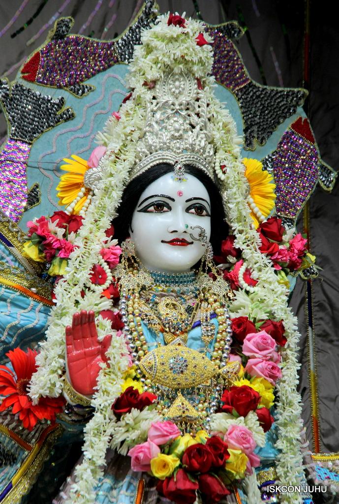 ISKCON Juhu Sringar Deity Darshan on 19th Oct 2016 (37)