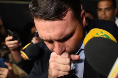 """""""Agora deu ruim"""", escreveu ex-assessora de Flávio Bolsonaro para pai"""