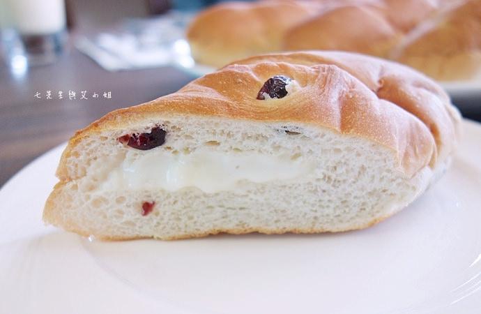 6 統一麵包 植元共生技術 菠蘿奶酥麵包、蔓越苺乳酪麵包、椰香奶酥麵包