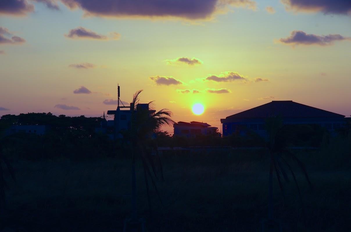 南島の海に昇る朝陽