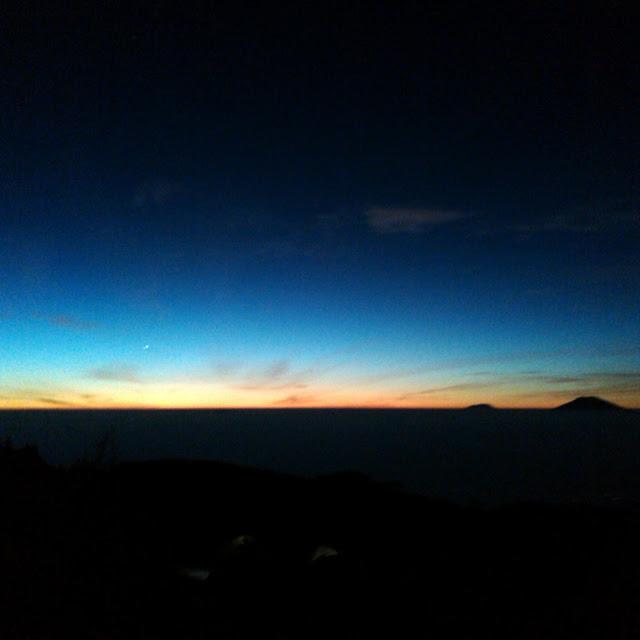 Bakal Sunrise Terindah se Asia Tenggara di Puncak Gunung Prau Wonosobo
