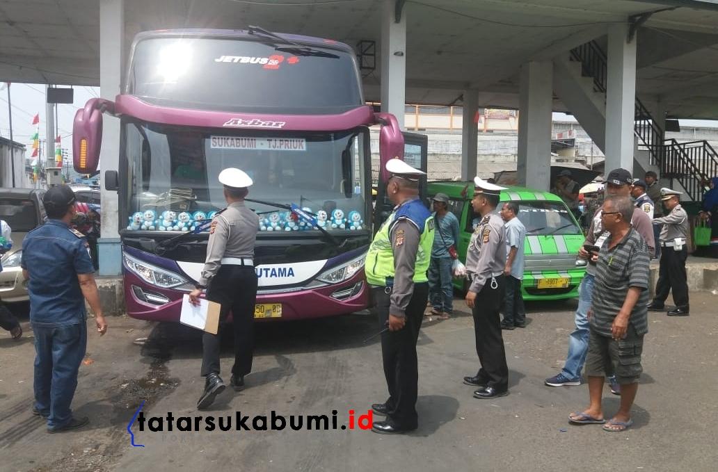 Polisi Gelar Operasi Ramchek Kendaraan di Terminal Cibadak