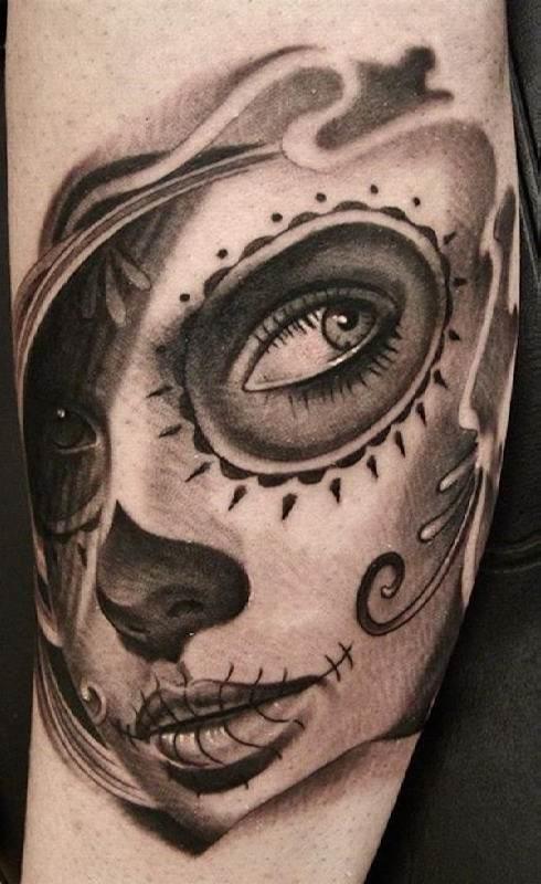o_preto_e_o_cinza_perna_tatuagem