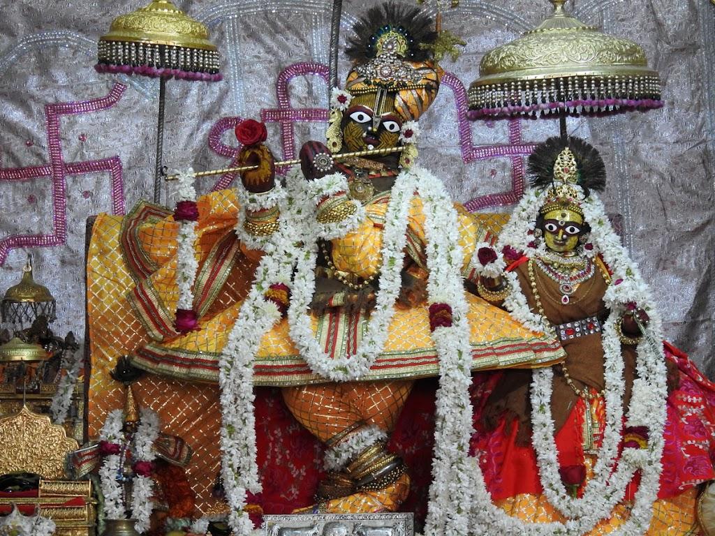 Radha Govind Devji Deity Darshan 05 Jan 2017 (1)