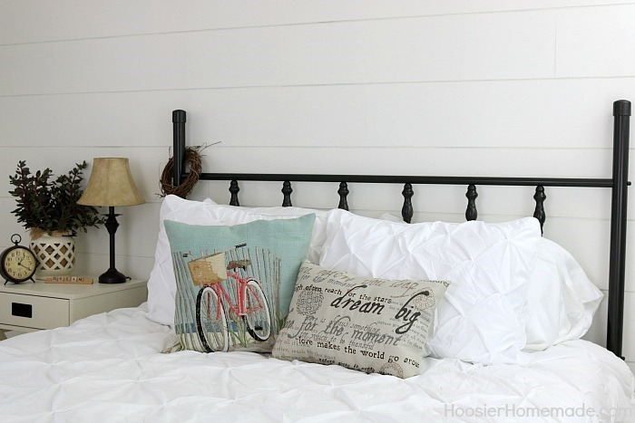 Farmhouse-Decor.Shiplap-Wall