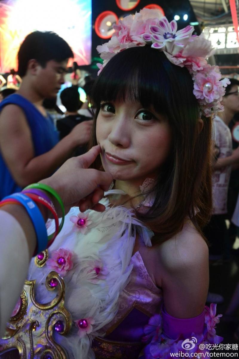 Sờ tận tay các showgirl tại ChinaJoy 2013 - Ảnh 19