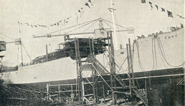 Otra vista de la botadura del EBRO. De la revista Iberica. Año 1928.JPG