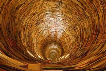 Ao invés de procurar a luz no fim do túnel, que tal entender como os tijolos formam as paredes do túnel?