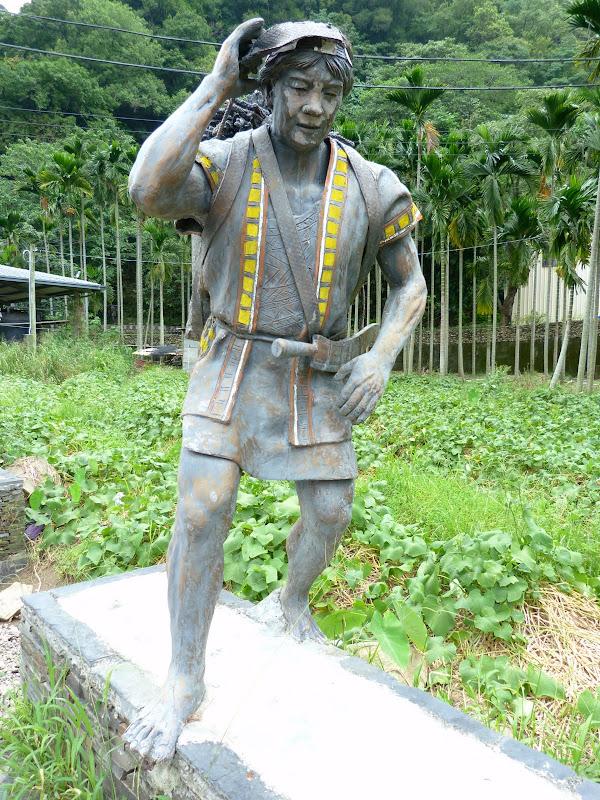 Puli  en passant , entre autres, par les villages de l ethnie Bunum de Loloko et Dili. J 10 - P1160967.JPG