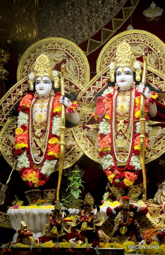 ISKCON Juhu Sringar Deity Darshan on 5th Aug 2016 (24)