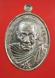 เหรียญพ่อท่านเอื้อม วัดบางเนียนรุ่นอายุ 108ปีเนื้อนวะโลหะแก่เงิน สภาพสวย ชอบเรียนเชิญครับ