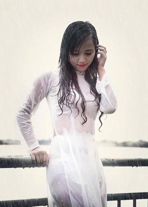 Mưa ướt tà áo dài trắng của em