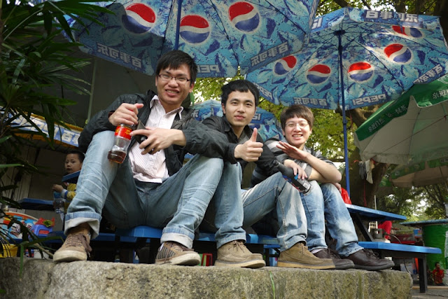 Three guys having drinks at Jingshan Park in Zhuhai